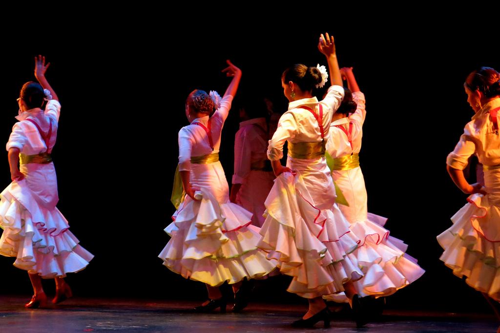 Spanish dance: Sevillana - study Spanish in Malaga at Academia CILE