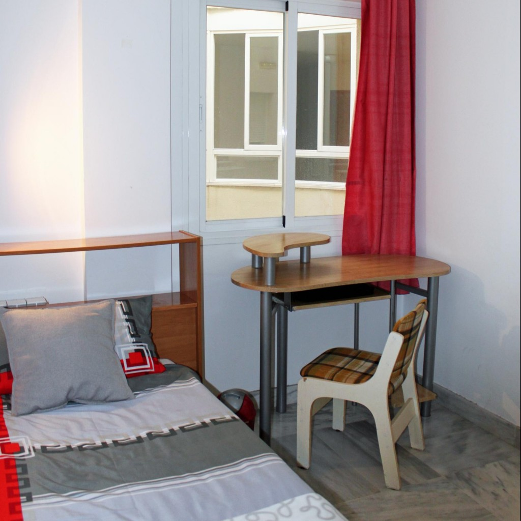 stay in a single room in a shared appartment