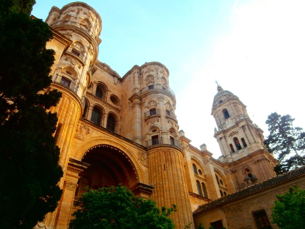 Neben CILE befindet sich direkt die Kathedrale