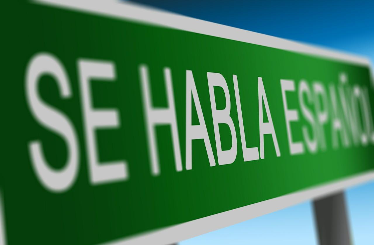 изучать испанский язык